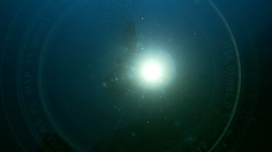 reflection of lens in underwater camera housing